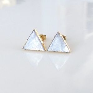 Natural shell triangle stud earrings